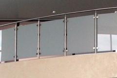 balustrada-nierdzewna-wypelnienie-szklo-1